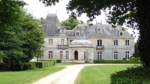 chateau-de-tiregand-creysse