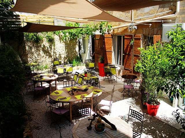 Cinq bonnes tables en terrasse avignon for Resto au jardin